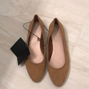 size 5.5 new with tag suede flats